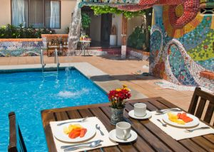 Breakfast by the pool at Hotel y apartaments La Sabana